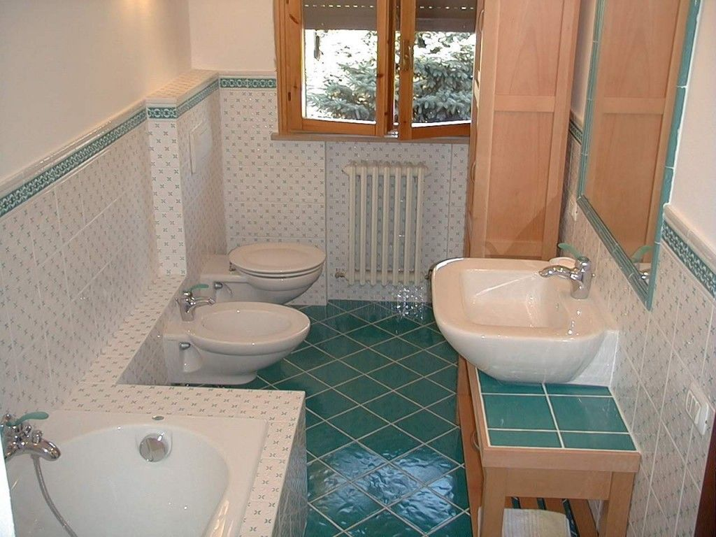 Consigli su come pulire il bagno for Piastrelle bagno piccolo