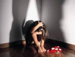 Come capire se un bambino sta subendo maltrattamenti? Ecco alcuni segnali da non ignorare
