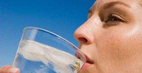 Ecco cosa succede al nostro corpo se non beviamo acqua a sufficienza
