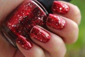 nail-art-rossa-con-glitter