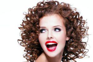 come-fare-i-capelli-ricci-con-la-carta-igienica_2b11e38d2bc6f15c177d59531e72bb5a
