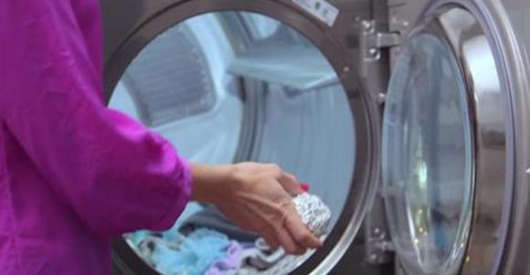 Una palla di alluminio nella lavatrice e il problema è risolto! Quale? Scopritelo e leggete alcuni consigli per fare il bucato