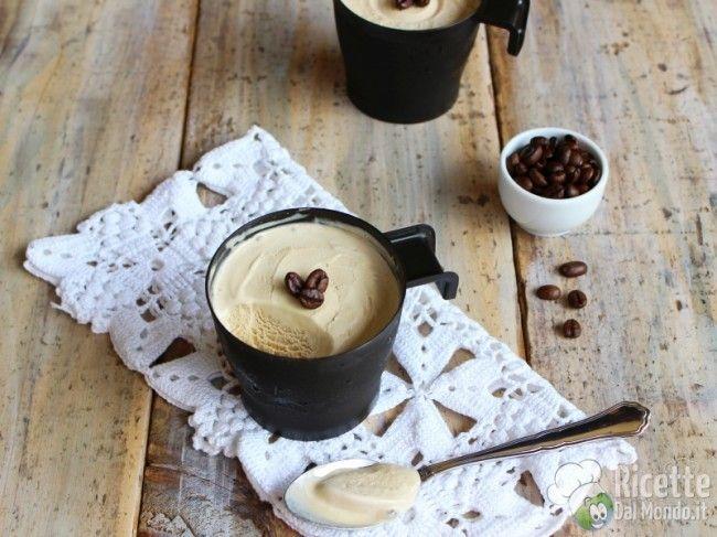 """Gelato al caffè senza gelatiera tipo """"coppa del nonno"""": bastano tre ingredienti"""
