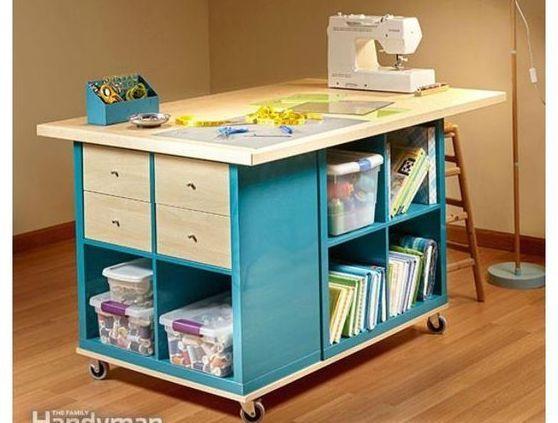 Un semplice modulo Ikea diventa una bellissima e comoda postazione di lavoro