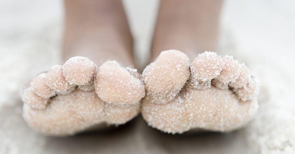 Togliere in modo semplice e veloce la sabbia dai piedi