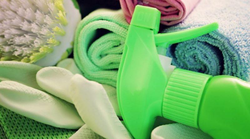 Le pulizie di casa fanno male, è come fumare 20 sigarette al giorno