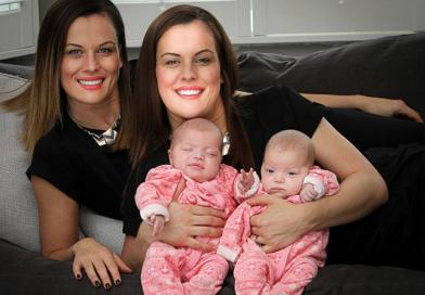 Gemella identica partorisce altri due gemelli uguali a lei: un caso rarissimo