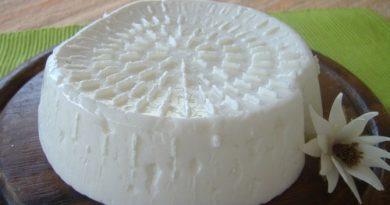 Con un litro di latte e un vasetto di yogurt prepari il miglior formaggio fatto in casa in poco tempo