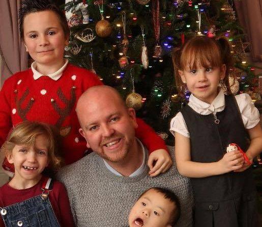 Single e gay adotta quattro bambini disabili: impossibile non commuoversi davanti alla sua storia