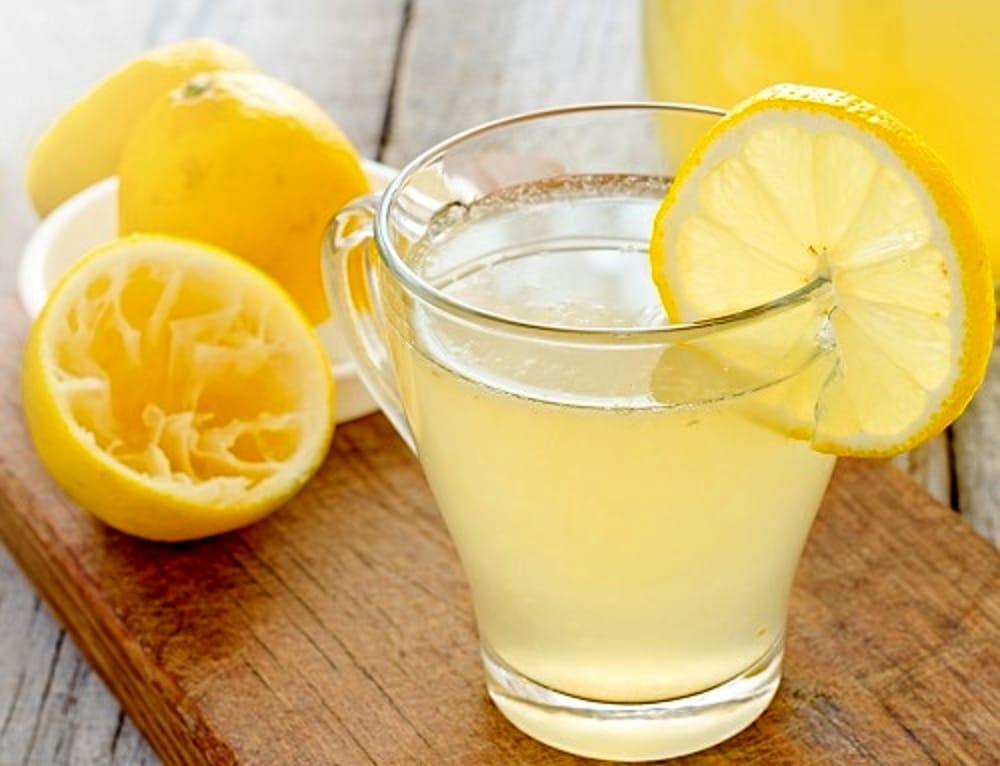 Acqua E Limone La Sera.Fai Bollire I Limoni La Sera E Bevi Il Succo Al Mattino Appena Sveglia Scopri I Benefici Donnaweb Net
