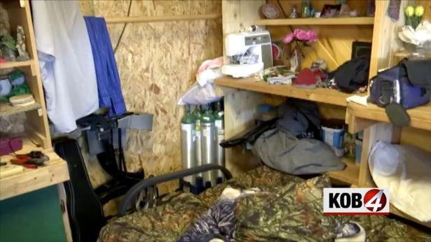 La figlia di 18 anni rivela l'inferno che viveva con i genitori nella casa degli orrori
