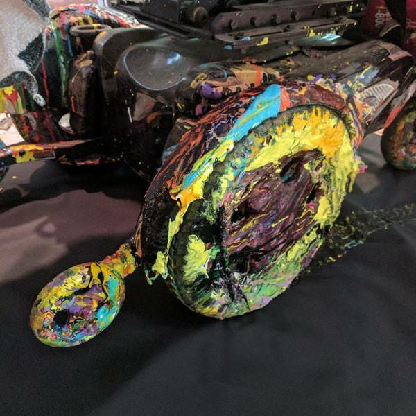 la sedia a rotelle dipinta da steve, l'arte è diventata la sua nuova passione
