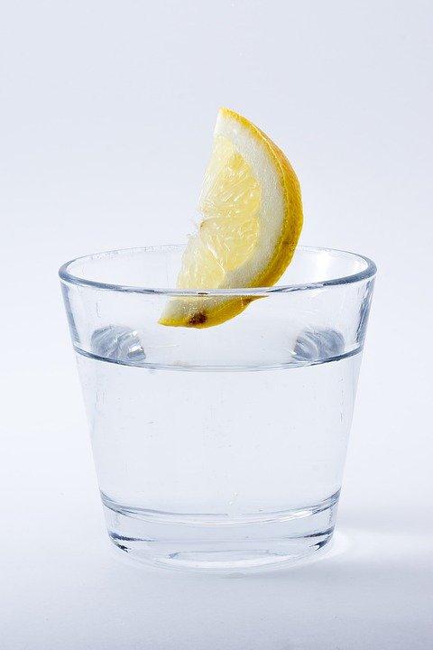 combattere la cellulite: limone ed acqua
