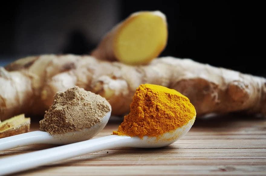curcuma, altro ingrediente consigliato per il succo di limone e zafferano