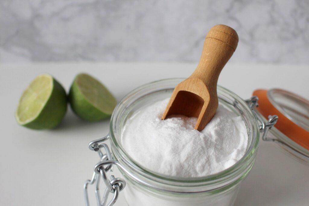 bicarbonato di sodio, utile per pulire il lavandino della cucina